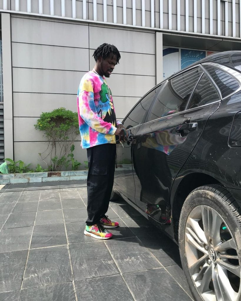 Fameye for the first time flaunts his huge mansion and car - Video