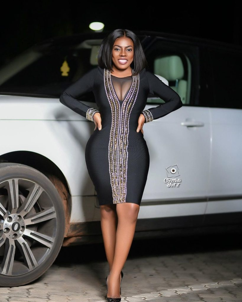 Nana Aba Anamoah displays her heavy boobs in new photos