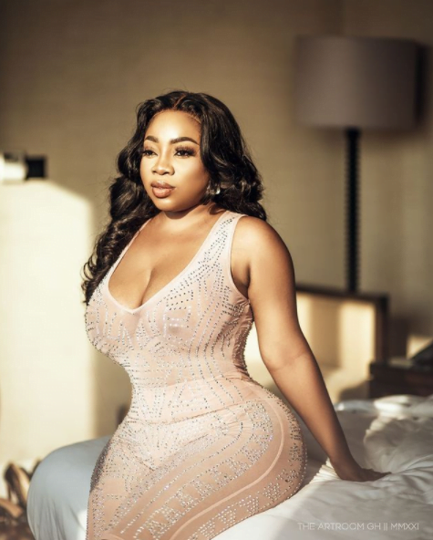 Moesha Boduong shows her raw fake A$$ in a new video