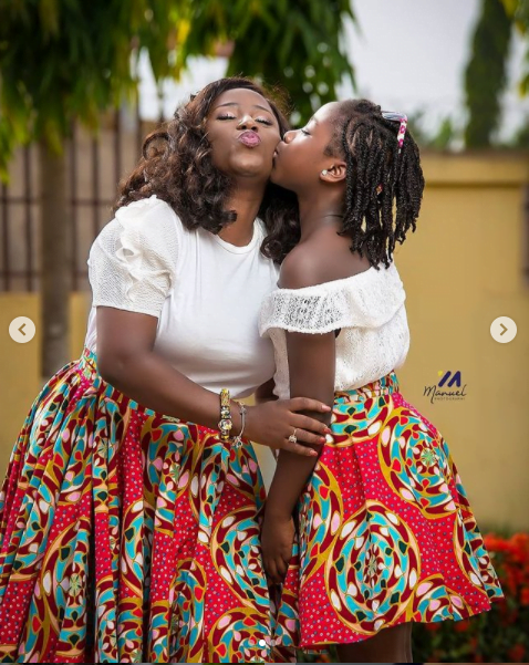 Diana Hamilton and her beautiful daughter twins up in new photos