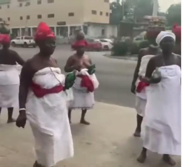 Traditional women storm Despite Media over Mzbel's fraud allegation - Video