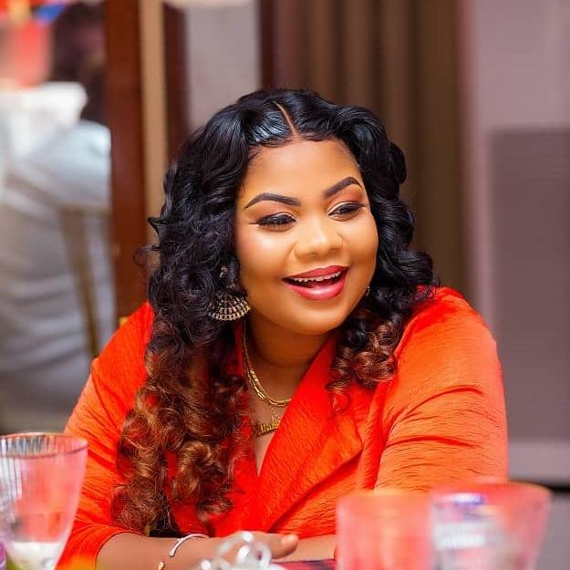 Gossip! Gospel singer Gifty Osei visits Dr. Obengfo to enhance Her Butt - Video